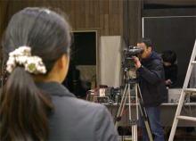 港区赤坂にあるビデオ制作会社のブログ-カメラチェックする専務