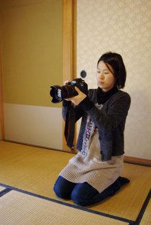 港区赤坂にあるビデオ制作会社のブログ-正座して撮影するR子