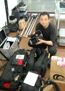 港区赤坂にあるビデオ制作会社のブログ-台湾出張の準備をする専務