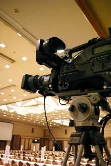 港区赤坂にあるビデオ制作会社のブログ-後方からお茶会を撮影するカメラ