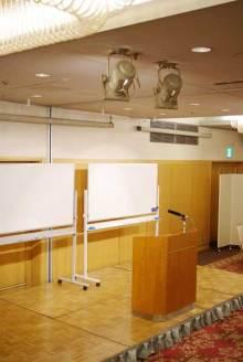 港区赤坂にあるビデオ制作会社のブログ-セミナー会場の照明も調整
