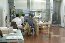 港区赤坂にあるビデオ制作会社のブログ-アルファスタジオの広い空間で編集